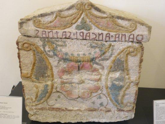 Ipogeo dei Volumni e Necropoli del Palazzone: URNE