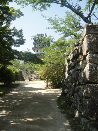 Sumoto, Japan: あちこちに残る石垣と天守閣