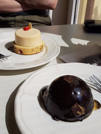 Volosko, Croatia: Chocolate mousse cake and vanilla raspberry cake.