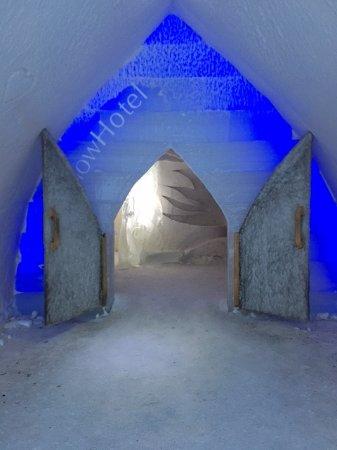 Arctic SnowHotel & Glass Igloos: Snow Hotel