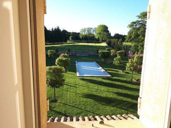 Rognes, Francia: photo prise de notre chambre au reveil :)