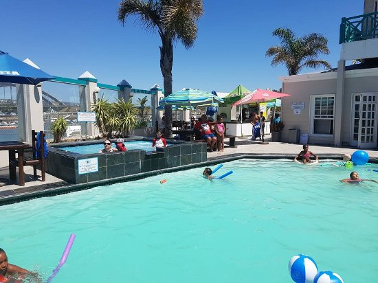 Halyards Hotel: Pool with jacuzzi