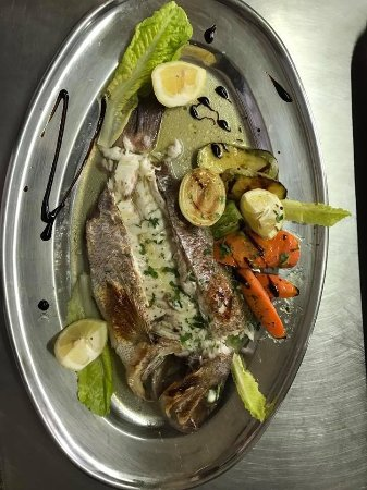 Avdimou, Chipre: Fresh Seabream with grill vegetables!!