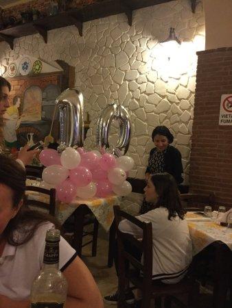 """Scafati, Italy: К рассказу """" Приятная неожиданность"""" Хозяйка пиццерии Татьяна.  Помогает на кухне мать Николо. С"""