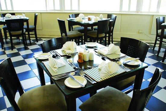 Halyards Hotel: Charthouse Restaurant
