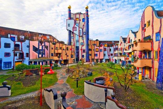 """Hundertwasser-Wohnhaus """"Wohnen unterm Regenturm"""""""
