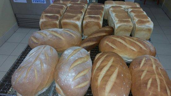 Scarness, Australia: Fresh bread baked daily