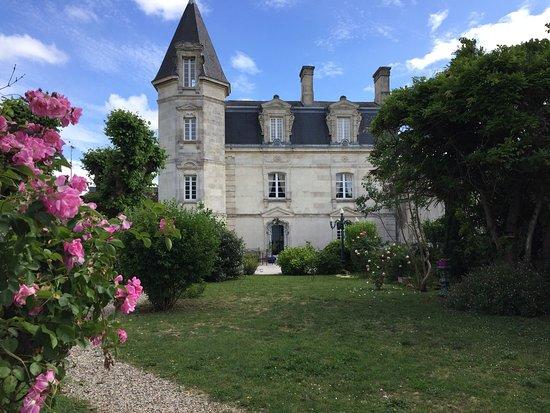 Bourg, Frankrike: Le château en ville