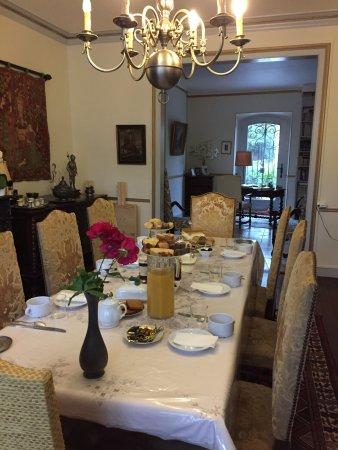 Bourg, Frankrike: La belle salle à petit déjeuner