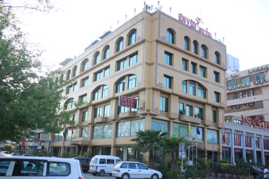 Envoy Continental Hotel: Exterior