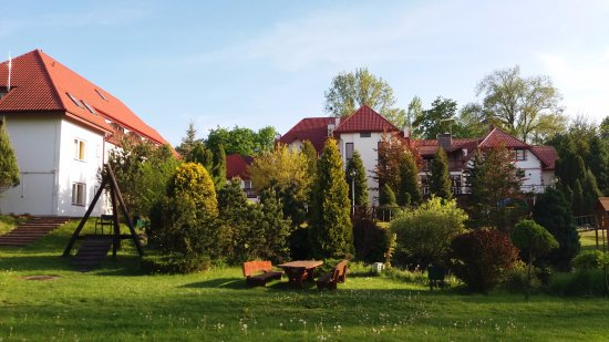 Bartlowizna Hotel and Restaurant: Looking back at the hotel from the marsh
