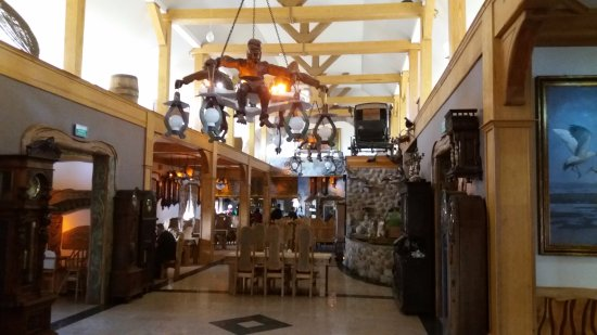 Bartlowizna Hotel and Restaurant: The decor is a bit over the top!