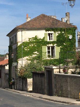 Bourdeilles, Франция: La première impression