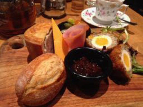 Indooroopilly, Australia: Ploughman's Lunch