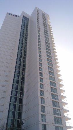 Island Suites Hotel: המלון מבחוץ