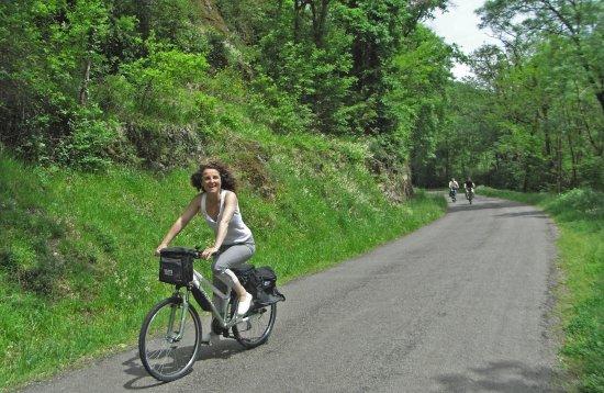 Villefranche-de-Rouergue, Fransa: a vélo dans les gorges de l'Aveyron toute proches
