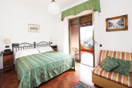 Andromaco Palace Hotel: Family room with balcony and sea view