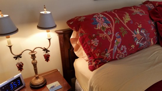 Inn at Clearwater Pond : The Lila Marin Suite is elegant and colorful