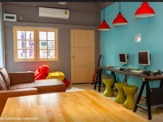 Siam Journey Guesthouse: The common room and dining area