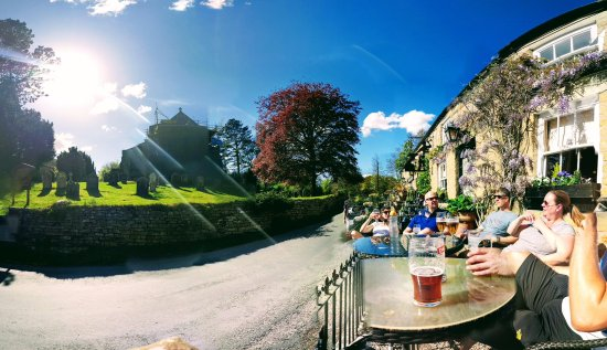 Lastingham, UK: Outside in the sun at the Blacksmiths Arms