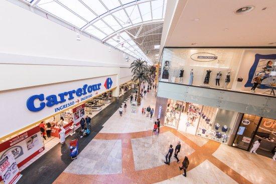 Centro Commerciale Campania- Ipermercato Carrefour - Picture of ...