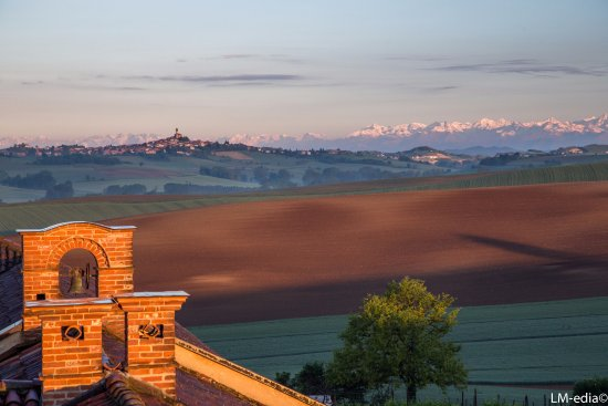 Montemagno, Italia: Vista dall'alto all'alba