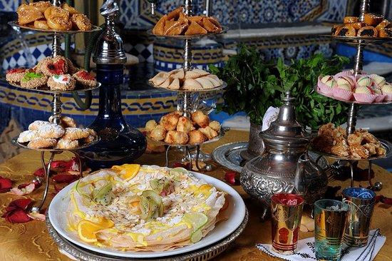 Tè alla menta e pasticceria marocchina - Picture of Riad Yacout ...