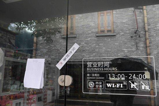 Foshan, الصين: Sluggish business