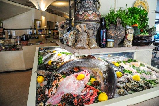 Ristorante Moscara Terra d'Otranto: Il banco del pesce fresco