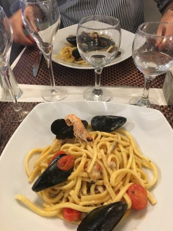 Sesto Calende, Italië: Primo