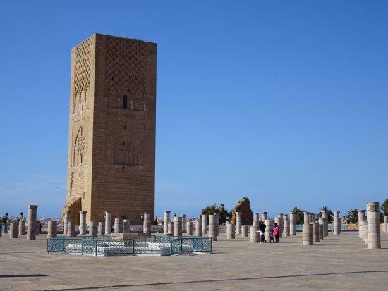 Mausoleum Mohammed V.: la grande place fait penser aux colonnes de Buren
