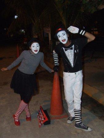Seagrape Plantation Resort: Street entertainers