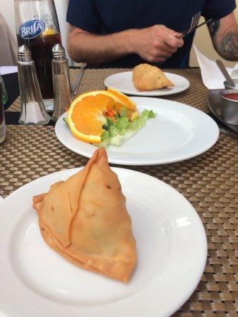 Indian House Restaurant : vegetable samosas
