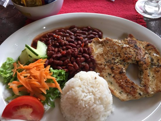 """Backpackers Paradise Costa Linda: Typical C.R. dish """"Casada"""" with chicken"""