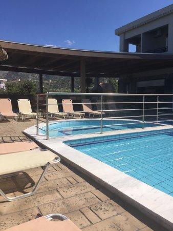 Dias Hotel & Apartments : The pool bar.