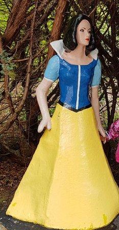 The Den & The Glen: Full human size Snow white