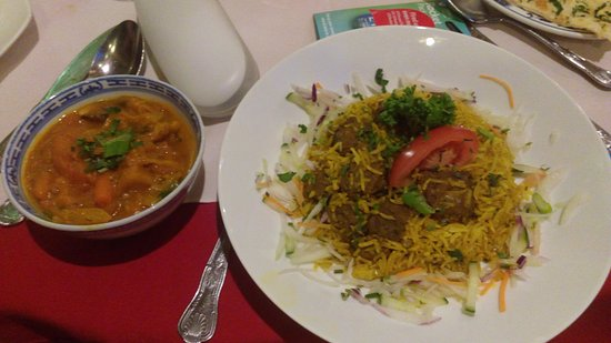 Bexhill-on-Sea, UK: The lamb briyani comes with a veg curry