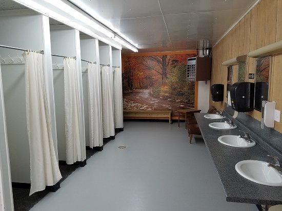 Harrison, MI: Women's Restroom and Showers