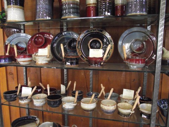 Brantford, Kanada: Beautiful Ceramics from the Pottery attached to the restaurant