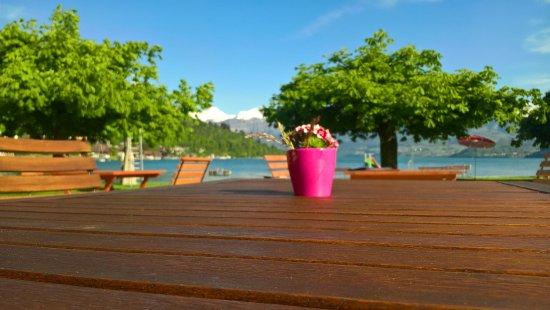 Oberhofen am Thunersee, Swiss: Garten Restaurant mit Bäumen