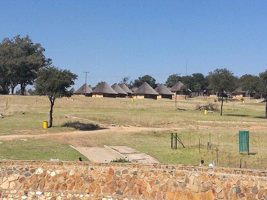 Muldersdrift, Sydafrika: View of Chalets from dam wall