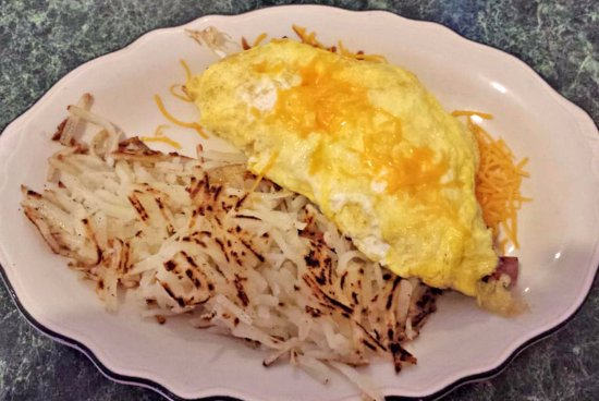 Palisade, CO: Omelet with hash browns