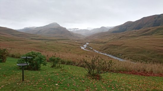 Himeville, Sydafrika: Our view of snow-capped mountains