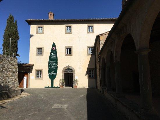 Radda in Chianti, Italy: L'ingresso della Casa Chianti Classico con la nuova insegna