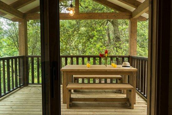 Camping Montagut : Vista des del porche de la cabaña