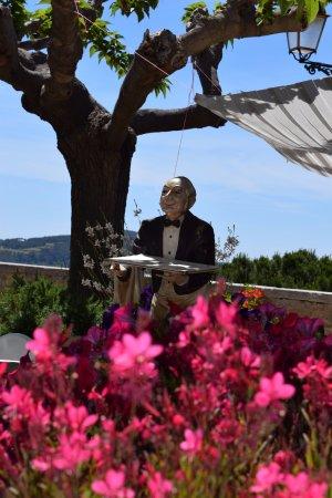 Le Castellet, Francia: Accueil fleuri en terrasse