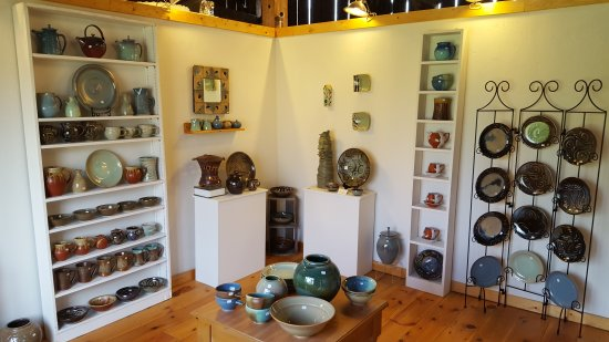 Egg Harbor, WI: Beautiful pottery shop. What a hidden gem! Great price ranges for all buyers and Renee is awesom