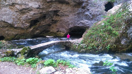 Rakek, Eslovenia: Man made bridge over underground river