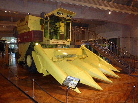 Museo Henry Ford: Early corn harvester. Now two to three times bigger.