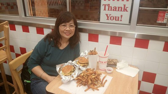 Parsippany, Nueva Jersey: Yummy Burgers at Five Guys